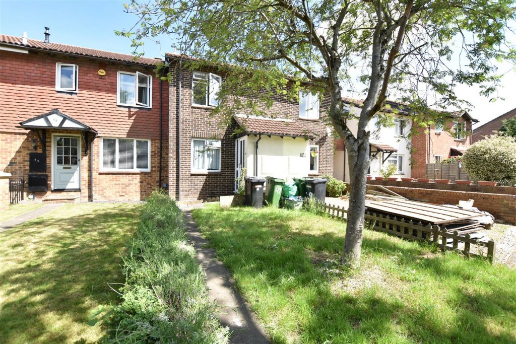 Charlville Drive, Calcot, Reading